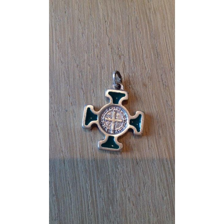 Croix Saint Benoît dorée ou argentée - Couleur au choix