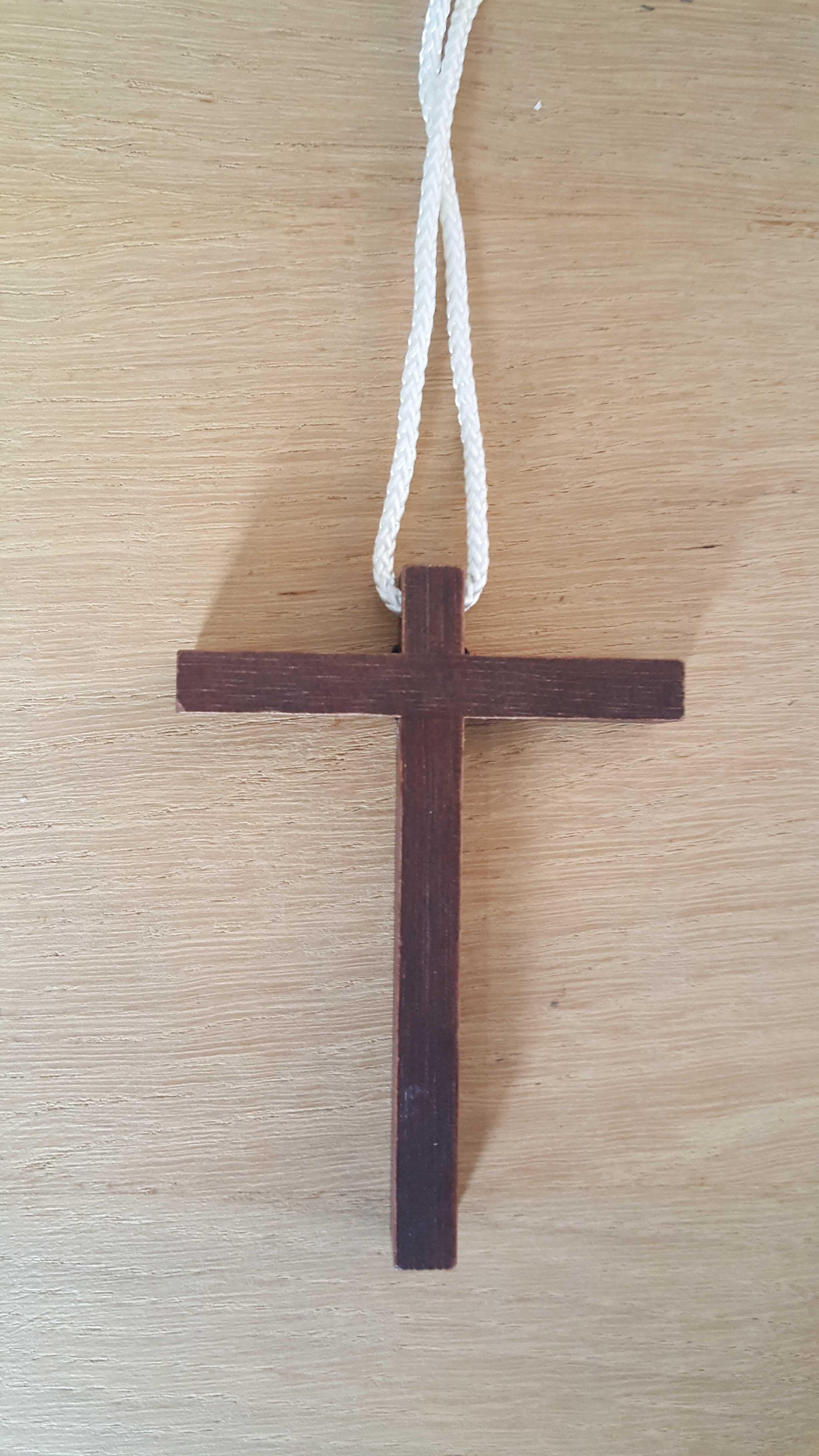 Croix d'aube avec cordon - 9 cm